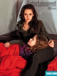 Kristen Stewart (Bella) and Mackenzie Foy (Renesmee)